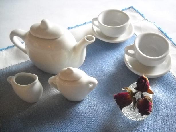 Best friends have tea together.